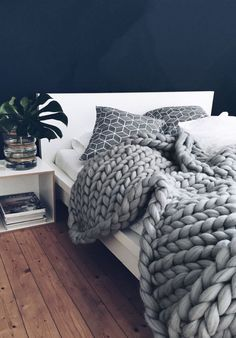 Ohhio's Grande Punto Large blankets. Chunky blanket - Decoration For Home Large Blankets, Knitted Blankets, Merino Wool Blanket, Cozy Blankets, Chunky Blanket, Large Knit Blanket, Knot Blanket, Sweater Blanket, Bedroom Designs