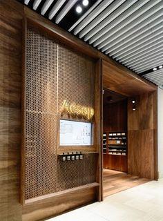 Genial, en la línea de diseño de Aésop , pero con su sello diferenciador, es la tienda de Adelaide, Australia obra de kta y .PSLAB que...