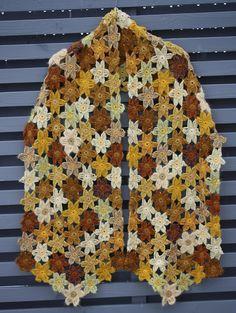 VÅRLI : ♥ Gult blomstersjal ♥ Crochet Shawls And Wraps, Crochet Scarves, Button Down Shirt, Men Casual, Cardigans, Mens Tops, Fashion, Papa Noel, Drinkware