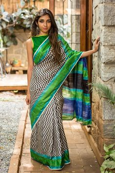 Abstract and color blocks - two of our favourite designs. What happens when you bring them together? This - an elegant quirky drape. She is the one if you are looking to make a bold statement without going over the top. With minimal makeup and complementary green/blue blouse, this pure heavy tussar is a wardrobe staple. #tussar #blockprinting #saree #India #blouse #houseofblouse