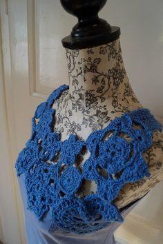 Halenka s háčkovaným dekoltem Dekolt je složen z háčkovanýcn motivů, zadní díl je pletený z kvalitní bavlněné příze od českého výrobce. Materiál: 100% bavlna. Velikost: 38/40