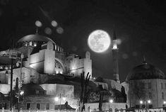 Dolunay ve Ayasofya. İstanbul. Turkey. Fotograf: Emin Küçükserim