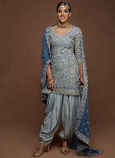 Patiala Suit Designs, Pakistani Fashion Party Wear, Designer Punjabi Suits, Punjabi Dress, Indian Outfits, Indian Clothes, Royal Dresses, Embroidery Suits, Long Scarf