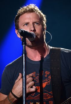 Dierks Bentley Photos - Dierks Bentley performs onstage at the 2014 CMA Festival on June 2014 in Nashville, Tennessee. Country Music Bands, Country Concerts, Country Singers, Country Strong, Country Boys, Route 91, Everything Country, Dierks Bentley, Chris Young