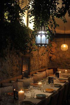Un restaurant expert en couscous : Salama Saint Tropez… Stone Restaurant, Moroccan Restaurant, Deco Restaurant, Outdoor Restaurant, Restaurant Concept, Restaurant Design, Saint Tropez, Decoration Restaurant, Scandinavian Style Home