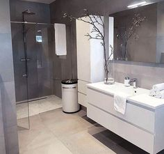 46 Adorable Modern Grey And White Bathroom Design Ideas – Badezimmer Ideen Gray And White Bathroom, Elegant Bathroom, Modern Bathroom, Bathroom Renovations, White Bathroom, Latest Bathroom Designs, Luxury Bathroom, Bathroom Design, Bathroom Decor