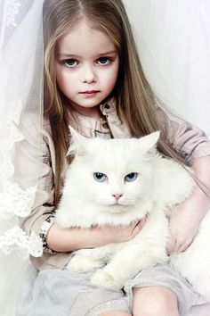 УВЕЛИЧИТЬ Fashion Kids ~ Children with their pets ! Cute Little Girls, Cute Kids, Cute Babies, Beautiful Children, Beautiful Babies, Animals For Kids, Cute Animals, Baby Kind, Child Models
