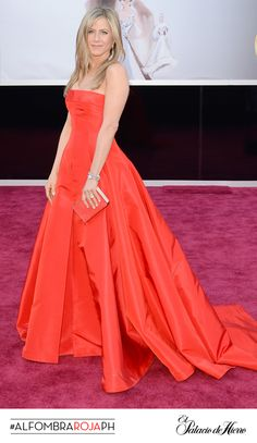 Jennifer Aniston - Valentino - El Palacio de Hierro #Oscars 2013 #AlfombraRojaPH