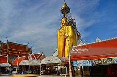 Wat Intharawihan temple at Bangkok city, standing Buddha of 32 meters higt, Thailand. www.vincent-jary.fr