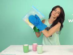 Ze schudt een plastic zak voor 5 minuten en maakt heerlijk sorbet ijs ! Ik MOET dit ook proberen!