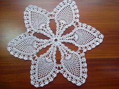 Cute Doily Tutorial – Page 2 – Crochet Ideas Crochet Lace Edging, Crochet Doily Patterns, Crochet Doilies, Knit Crochet, Knitting Videos, Crochet Videos, Pineapple Crochet, Crochet Projects, Diy And Crafts