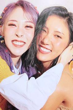 Hwasa and moonbyul mamamoo aesthetic Kpop Girl Groups, Korean Girl Groups, Kpop Girls, Snsd, Mamamoo Moonbyul, Rap Lines, Celebs, Celebrities, Pop Group