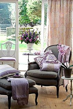 Beautiful Display to Start Your Day…French Inspired Lavender and Grey! Lavender Cottage, Lavender Room, Take A Seat, Home And Deco, Soft Furnishings, Home And Living, Living Spaces, Living Rooms, Lounge