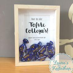 'Toffee' in een berken fotolijstje, met originele Walkers Toffees #lauraskadoshop #toffees #afscheid #collega Presents For Teachers, Diy Presents, Thank You Gifts, Thank You Cards, New Job Survival Kit, Gift Envelope, Thumbprint Cookies, Team Gifts, Diy Kits