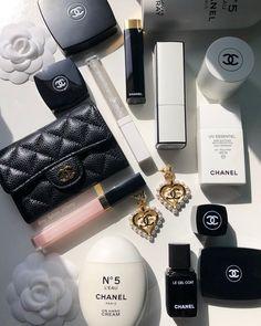 Chanel N5, Chanel Beauty, Chanel Fashion, Chanel Backpack, Chanel Purse, Chanel Makeup Bag, Chanel Bags, Dior Handbags, Louis Vuitton Handbags