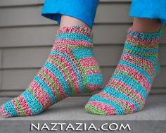 Crochet socks Easy Crochet Socks, Crochet Socks Pattern, Crochet Boots, Crochet Gloves, Crochet Slippers, Cute Crochet, Crochet Crafts, Crochet Projects, Crochet Patterns