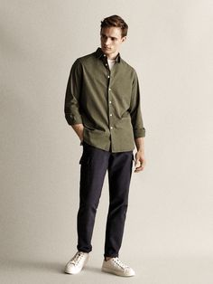 Massimo Dutti - Hombre - Camisa popelín tintada slim fit - Verde - S H M Outfits, Neue Outfits, Casual Outfits, Men Casual, Fashion Outfits, Mens Style Looks, Man Style, Massimo Dutti Hombre, Stylish Mens Outfits