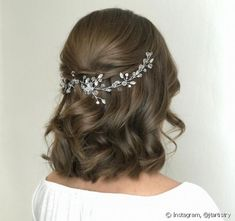 Frisuren konfirmation Bridal Hairstyle Tips for Choosing Wedding Updos For many brides the hairstyle Pixie Wedding Hair, Long Hair Wedding Styles, Elegant Wedding Hair, Vintage Wedding Hair, Wedding Hair Down, Wedding Hairstyles For Long Hair, Wedding Hair And Makeup, Bride Hairstyles, Short Hair Styles