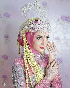 "photoshoot beauty "" sunda siger moslem "" for Muslimah Wedding Dress, Disney Wedding Dresses, Pakistani Wedding Dresses, Bridal Wedding Dresses, Wedding Bride, Wedding Gold, Wedding Cakes, Javanese Wedding, Indonesian Wedding"