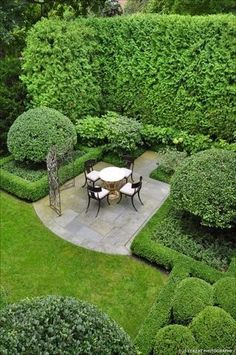 The property 1055 Woodbine Pl, Lake Forest, IL 60045 is currently not for sale on Zillow. Formal Gardens, Small Gardens, Outdoor Gardens, Garden Landscape Design, Landscape Architecture, Boxwood Garden, Topiary Garden, Topiaries, Garden Spaces