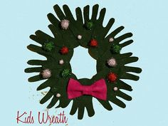 Make this easy wreath with your kids' handprints for this holidays. #diycrafts