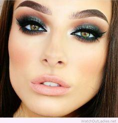 Green eye makeup for green eyes #greeneyemakeup