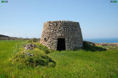 beehive houses | stone beehive huts/houses found on Malta