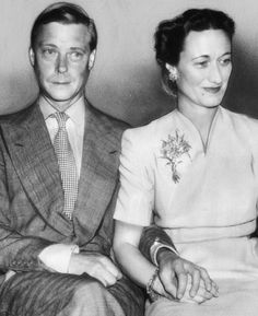 The Duke & Duchess of Windsor. The Duchess is wearing her Van Cleef bouquet brooch which was not included in the sale of her jewels. Wallis Simpson, Edward Windsor, Celebrity Babies, Celebrity Photos, Celebrity News, Celebrity Style, John Charles, William Kate, Edward Viii