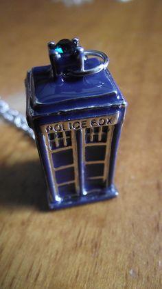 Ciondolo TARDIS Blu. Prezzo standard: 8 euro.
