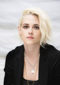 17 ideas for photography femme rebelle Kirsten Stewart Short Hair, Kristen Stewart Hair, Kristen Stewart Pictures, Celebrity Hairstyles, Beautiful Celebrities, Hollywood Actresses, Short Hair Styles, Angeles, Hair Cuts