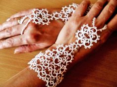 Mitaines blanches pour mariage dentelle frivolite fait main , mitaines blanches, mitaines mariage, mitaines pour mariee, : Mitaines, gants par carmentatting
