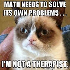 El tiene la clase de clase de matemáticas a la una menos veintitrés los martes y los jueves.