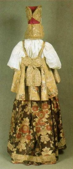 traditional Russian costume with epanechka/dyshegreya (bodice) and headdress. back view