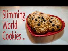 A Slimming World friendly recipe for choc chip cookies using 4 syns per portion with your healthy extra B allowance Slimming World Biscuits, Slimming World Cookies, Slimming World Sweets, Slimming World Recipes, Chip Cookie Recipe, Chip Cookies, Cookie Recipes, Baked Egg Custard, Oatmeal Raisin Cookies