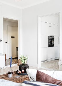 EO5 House Inside, House Tours, Oversized Mirror, Inspiration, Furniture, Kitchens, Interiors, Decoration, Dekoration