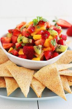 The Comfort of Cooking_Strawberry Mango Salsa With Cinnamon Sugar Tortilla Chips . Healthy Movie Snacks, Movie Night Snacks, Healthy Recipes, Healthy Soup, Fruit Recipes, Strawberry Mango Salsa, Fruit Salsa, Fruit Fruit, Fruit Snacks