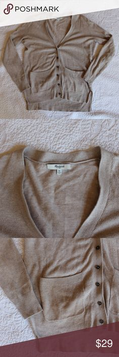 Madewell Oatmeal Knit Cardigan A cute basic cardigan in a neutral color. In good used condition. Buttons up partly. Features pockets on the front of the sweater. A great lightweight sweater that is perfect for layering. Madewell Sweaters Cardigans