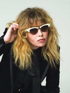 "How Natasha Lyonne's Movies & TV Shows Prepared Her For ""Russian Doll"" Curly Hair With Bangs, Curly Hair Styles, Natasha Lyonne, Middle Aged Women, Amy Poehler, Orange Is The New Black, Old Actress, Beautiful Gorgeous, Celebs"