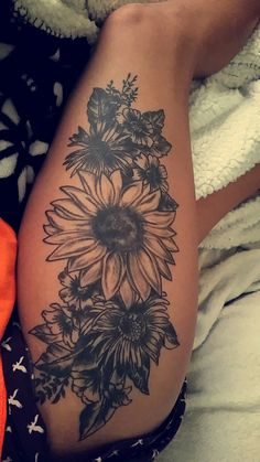 17 Sexy-As-Hell Thigh Tattoos That Will Make You Want To Show Off Your Legs - Black thigh tattoo. The Effective Pictures We Offer You About sunflower tattoo A quality picture c - Thigh Piece Tattoos, Flower Thigh Tattoos, Thigh Tattoo Designs, Pieces Tattoo, Thigh Tattoos For Women, Flower Design Tattoos, Tattoo Ideas Flower, Butterfly Thigh Tattoo, Daisy Flower Tattoos