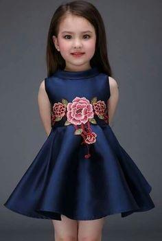 08fea6faa 2016 primavera y el verano de gama alta de Europa girls vestido del bebé de  la princesa bordado vestido de algodón muchachas de los cabritos vestido de  ...