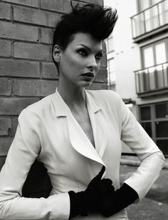 Look of the Day: Linda Evangelista wearing Balenciaga by Nicolas Ghesquière Linda Evangelista shot by Tesh with fashion direction by Edward Enninful for The Studio Issue, March Take a. Linda Evangelista, Mohican Haircut, Fashion Shoot, Editorial Fashion, Fashion Models, High Fashion, Norman Jean Roy, Francesco Scavullo, Prada