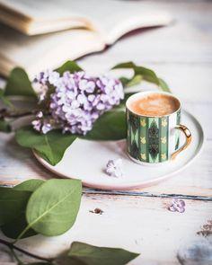 Coffee And Books, I Love Coffee, Coffee Art, My Coffee, Coffee Club, Coffee Break, Morning Coffee, Café Chocolate, Afternoon Tea
