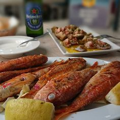 Este salmonete promete!  #delimoments #Ilovefish Sausage, Meat, Food, Sausages, Essen, Meals, Yemek, Eten, Chinese Sausage