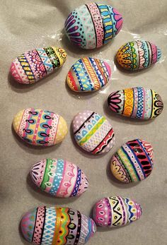 How to Make Fantasy Mermaid Eggs injoy life with your kids Rock Painting Ideas Easy, Rock Painting Designs, Paint Designs, Pebble Painting, Pebble Art, Stone Painting, Shell Painting, Painted Rocks Craft, Hand Painted Rocks