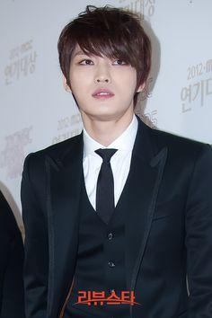 Jaejoong at Drama Awards - wins Rookie Award and presents Yoochun with Best Actor Award