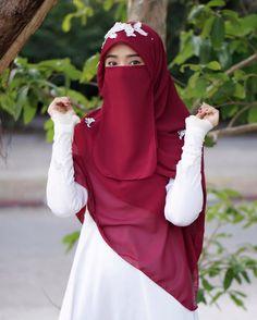 Image may contain: one or more people, wedding and outdoor Beautiful Muslim Women, Beautiful Hijab, Hijab Dpz, Niqab Fashion, Hijab Collection, Muslim Beauty, Hijab Wedding Dresses, Islamic Girl, Hijabi Girl