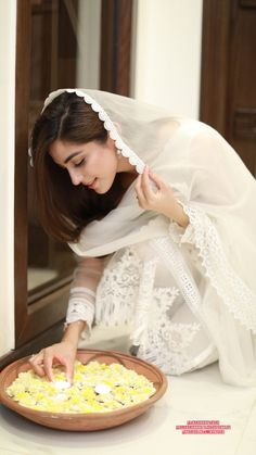 How To Look Your Best On Your Wedding Day. On your big day, all eyes will be on you so you definitely want to look your best. If you can do your own makeup flawlessly then this would not be a proble Cute Girl Poses, Cute Girl Pic, Stylish Girl Pic, Stylish Outfits, Pakistani Designer Suits, Pakistani Dresses, Nice Dresses, Flower Girl Dresses, Awesome Dresses