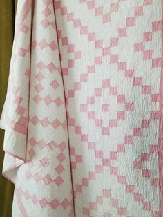Glorious baby quilts to make Pink Quilts, Baby Girl Quilts, Old Quilts, Girls Quilts, Antique Quilts, Vintage Quilts, Scrappy Quilts, Patch Quilt, Quilt Blocks