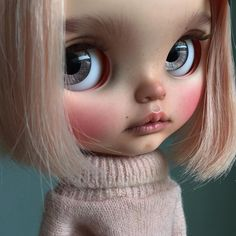 I managed to finish her even though I'm sick with cold. Thank goodness it's friday. #tiinacustom #customblythe