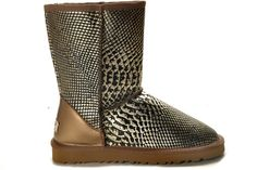 UGG 5825 Silver Waterproof Classic Short Snake Skin Boots $105.02 Product Name: UGG 5825 Silver Waterproof Classic Short Snake Skin Boots Product Code: UGG 5825 Color: Silver The womens Classic Short is one of UGG® Australia's most iconic silhouettes. Featuring genuine Twinface sheepskin and our signature UGG® woven label. All boots in our Classic Collection feature a soft foam insole covered with genuine sheepskin and have a light and flexible molded EVA outsole designed for amazing comfort…